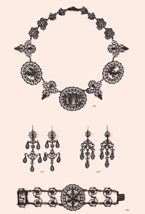 A cast iron necklace with Neoclassical motifs -