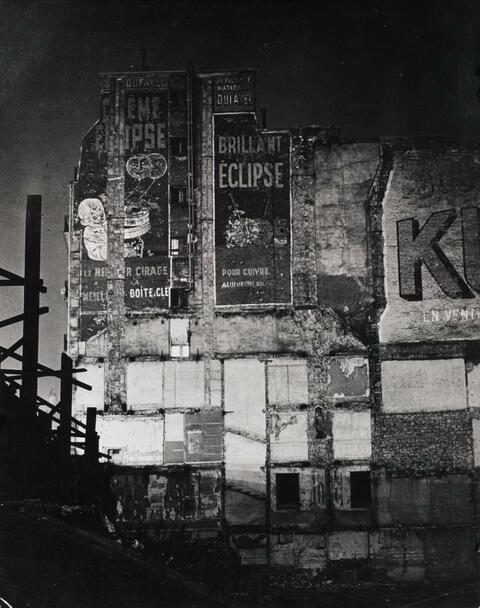 """Brassaï (Gyula Halász) - Le mur de l'ancien """"Bal Bullier"""""""