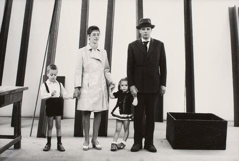 Robert Lebeck - Joseph Beuys und Familie auf der Documenta in Kassel