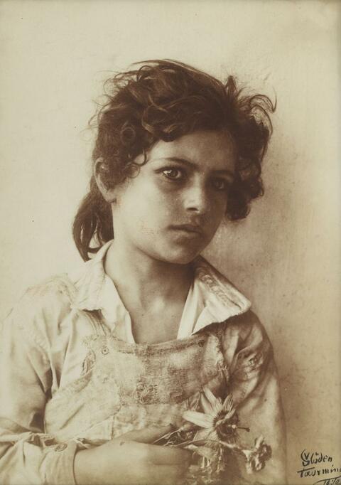 Wilhelm von Gloeden - Ohne Titel (Sizilianisches Mädchen)