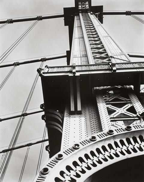 Berenice Abbott - Manhattan Bridge looking up (aus der Serie: Changing New York)