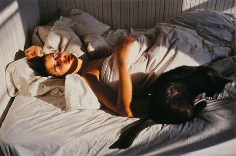 Nan Goldin - Siobhan with a cat, New York