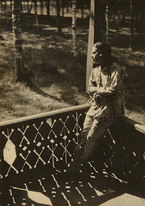 Alexander Rodtschenko - Lilja Brik auf der Terrasse, Puschkino (Lili Brik on the terrace, Pushkino)