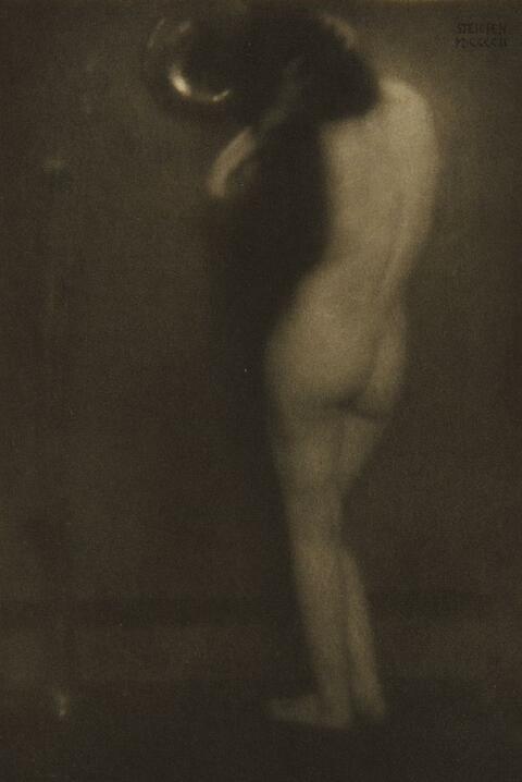 Edward Steichen - The little round mirror