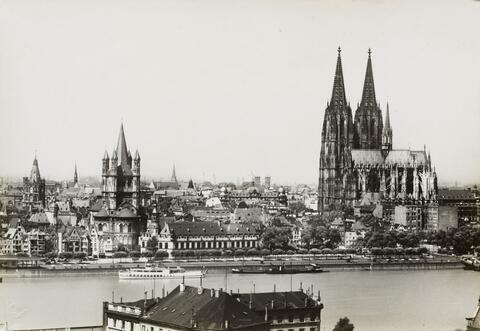 August Sander - Köln - Rheinufer mit Dom und St. Martin (Cologne, Rhine with Cathedral and St. Martin)