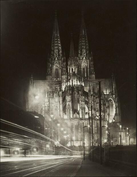 August Sander - Der Kölner Dom in Festbeleuchtung, Ostseite (Cologne Cathedral illuminated)