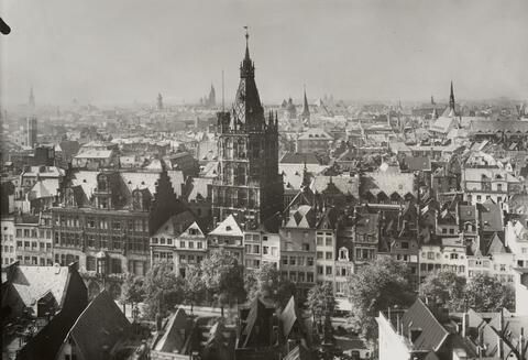 August Sander - Blick auf Rathaus und Alter Markt