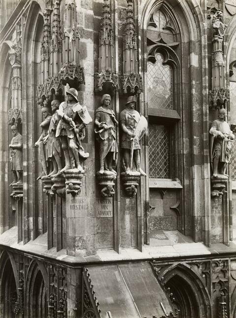 August Sander - Figuren am Rathaus