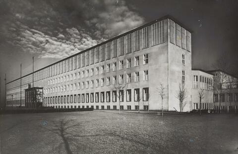 August Sander - Universitätsgebäude
