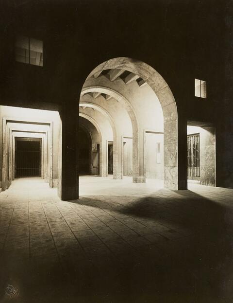 August Sander - Eingang zum Rheinischen Museum