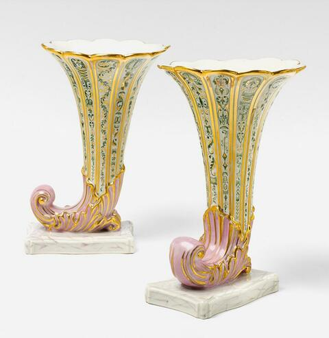 Paar Füllhörner als Vasen -