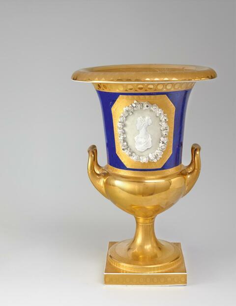 A KPM vase with a portrait of Princess Luise. -