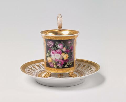 Tasse mit Blumenstillleben -