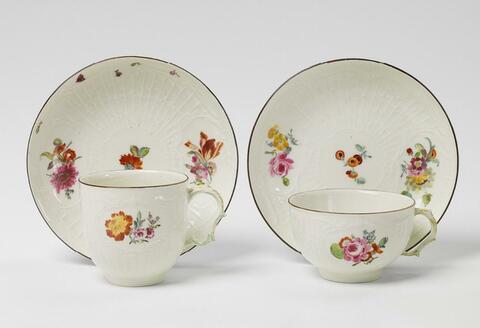 Tee- und Kaffeetasse mit deutschen Blumen -