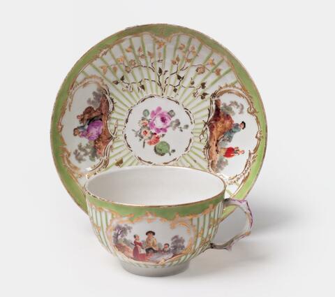 Teetasse mit Watteaumalerei -