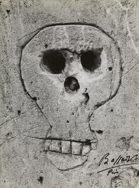 Brassaï (Gyula Halász) - Graffiti (Skull)