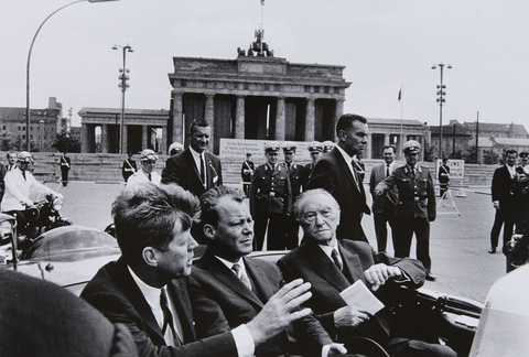 Will McBride - John F. Kennedy, Willy Brandt, Konrad Adenauer vor dem Brandenburger Tor, Berlin