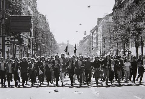 Barbara Klemm - Demonstration gegen den Vietnamkrieg, Kaiserstraße, Frankfurt/M.