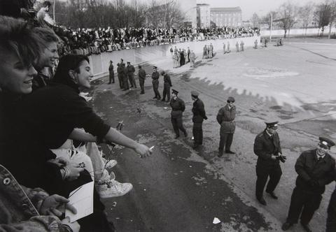 Barbara Klemm - Fall der Mauer, am Brandenburger Tor, Berlin, 10. November 1989