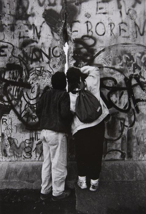 Barbara Klemm - Die Mauer, West-Berlin, Nov. 1989