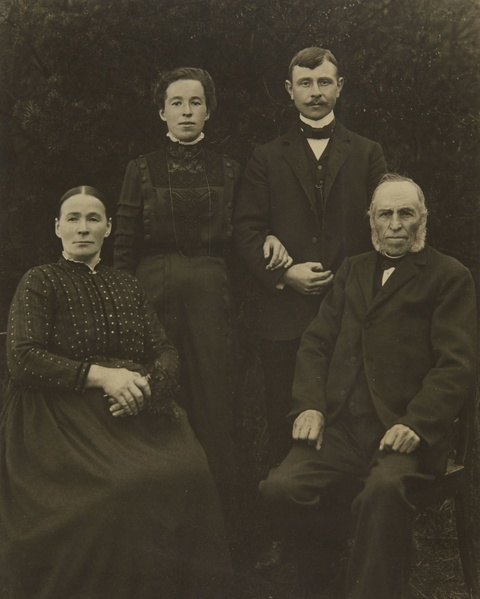 August Sander - Familie aus dem Westerwald (Family from Westerwald)