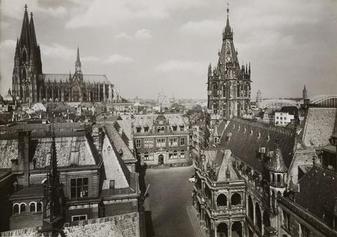 August Sander - Über den Dächern, Rathaus und Dom