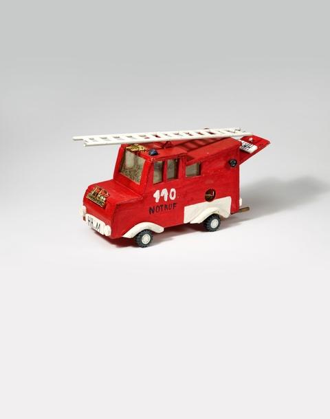 Andreas Slominski - Feuerwehrauto (Mausefalle)