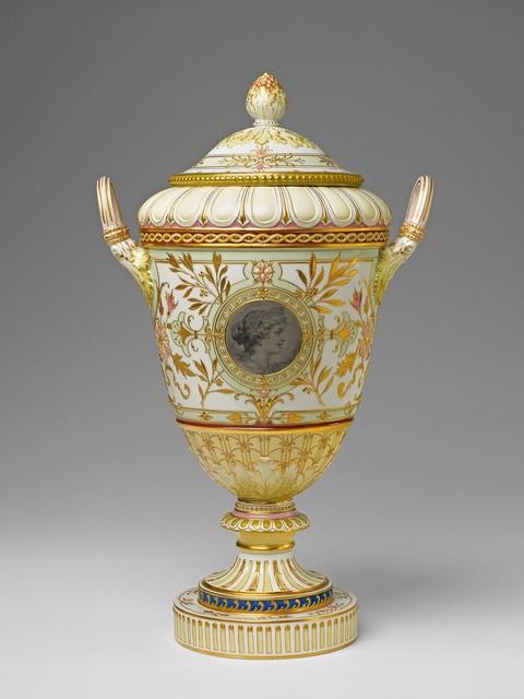 Vase mit Pâte-sur-pâte-Malerei -