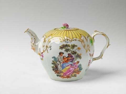 Teekanne mit Watteau-Szenen -