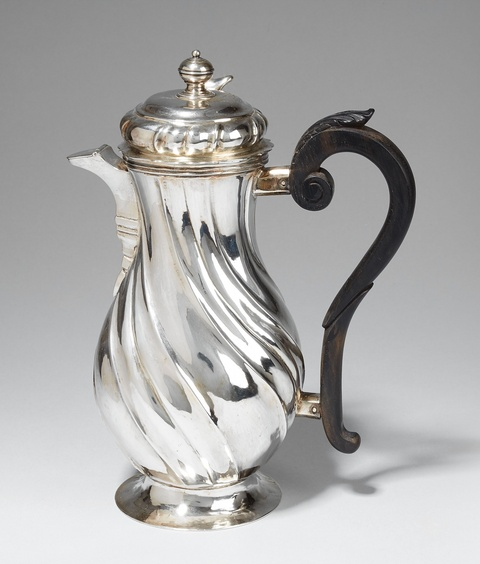 An Augsburg silver chocolate pot. Marks of Johann Georg Kloss(e), 1747 - 49. -