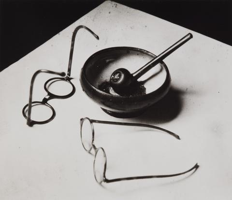 André Kertész - Mondrians Brille und Pfeife