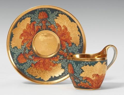 Tasse mit stilisierten Hortensien -