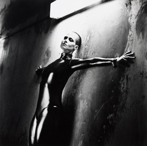Helmut Newton - Sigourney Weaver in Alien III, Monte Carlo