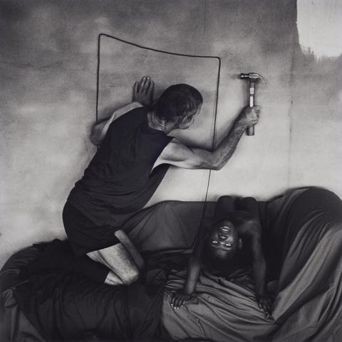 Roger Ballen - Les hammering into wall