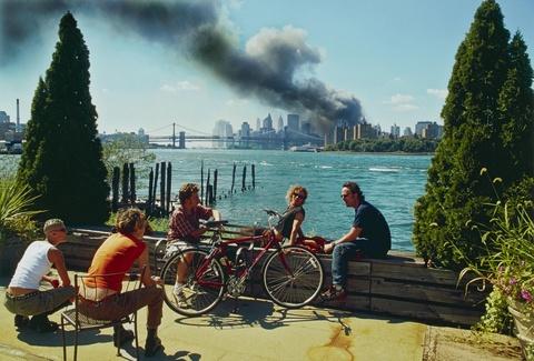 Thomas Höpker - Blick von Williamsburg, Brooklyn, auf Manhattan, 11. September 2001