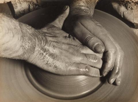 Albert Renger-Patzsch - Töpferhände