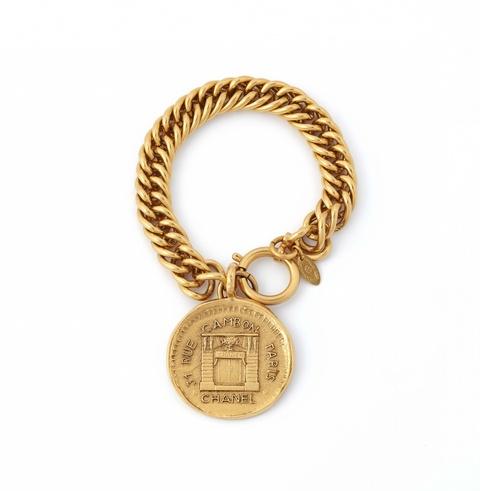 """Armband mit Medaille """"Rue Cambon"""" von Chanel, Anfang 1980er Jahre -"""