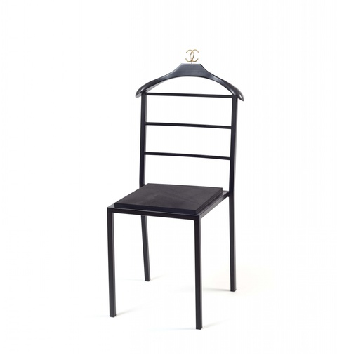 Stuhl als Dekoration für Chanel, Paris-London 2008 -