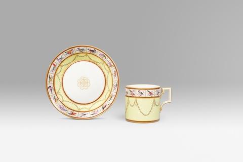 Klassizistische Tasse mit Vogelmalerei -