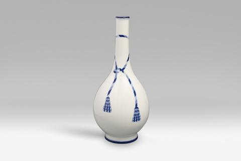 Vase mit blauer Kordel -