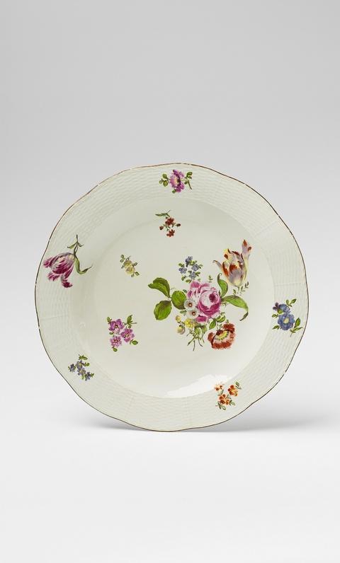 Frühe Platte mit Blumenmalerei -