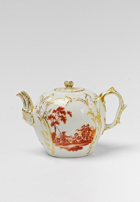 Teekanne mit Soldatenszenen -