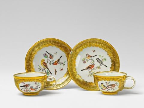 Zwei Teetassen mit Vogelmalerei -