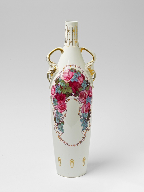 Blumenflasche mit Rosenranken -