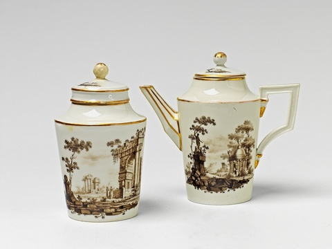 Kanne und Teebüchse -