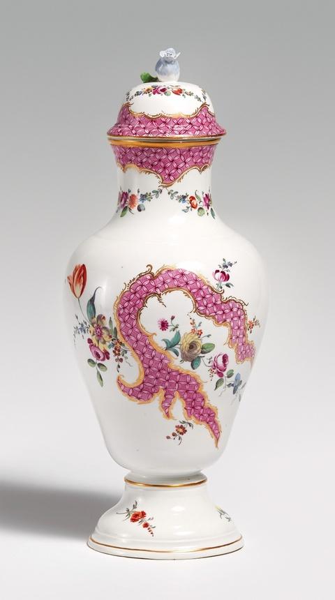 A Höchst porcelain vase and cover -