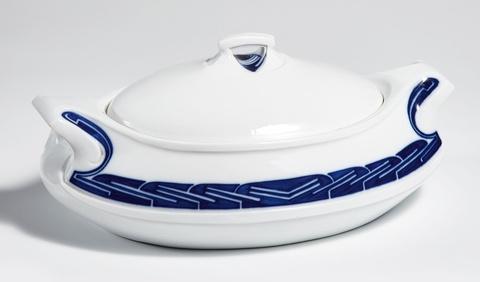 "A large Meissen porcelain ""Gemüsenapf"" tureen -"