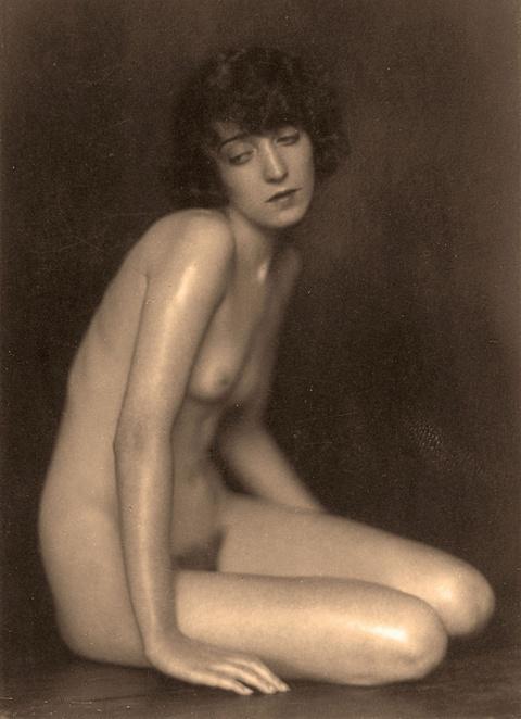 Trude Fleischmann - Nude study of dancer Claire Bauroff, Vienna