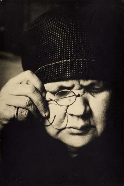 Alexander Rodtschenko - Portrait of mother
