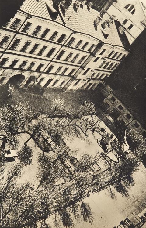 Alexander Rodtschenko - Untitled (Yard Moscow)